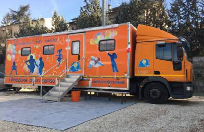 Il dentista sul clinical truck - Overland for Smile a Norcia - Odontonetwork Genova