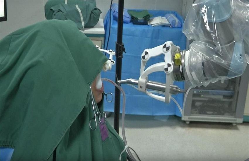 Il robot dentista impianta due denti senza aiuti - Odontonetwork Genova